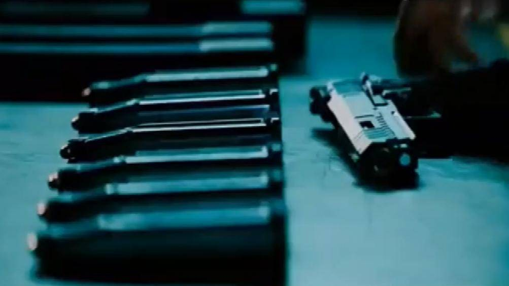 疾速备战: 这才是顶尖杀手, 八个弹夹一把手枪, 单挑整支突击队!