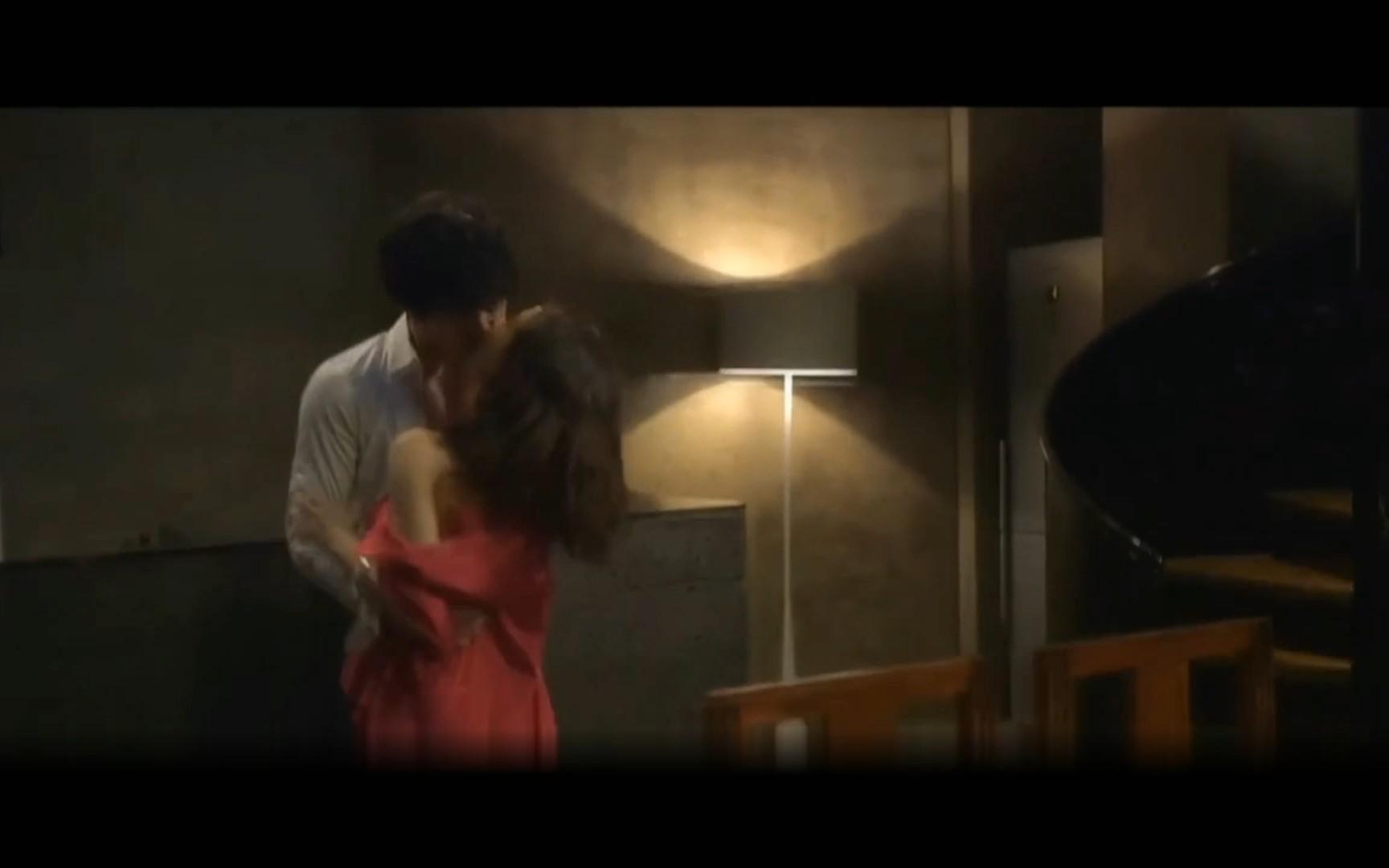 【超有感觉的吻戏+船】男主和女主分手后再次陷入爱情的热烈, 只有亲吻才能让我确信你是我的
