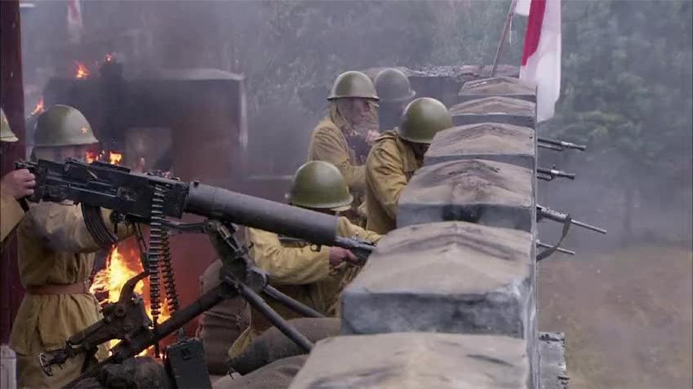 战地狮吼: 八路攻县城时日军火力太猛, 高手下令炮火前推来炸敌人