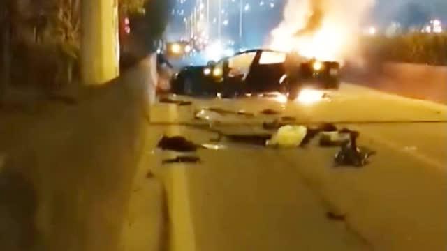 警方回应广州一特斯拉失控起火#: 车上男乘客当场死亡 事故原因正调查