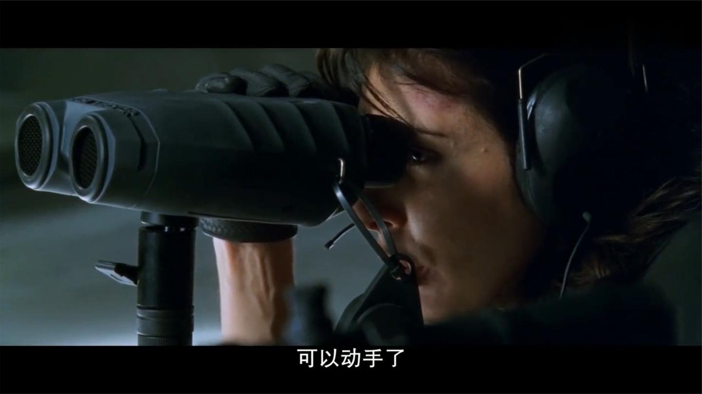 重装: 狙击手用M82狙杀目标 防弹衣如纸糊一样, 挨着死碰上亡