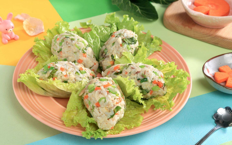 鲜美青花鱼搭配蔬菜做的饭团很有营养呢!