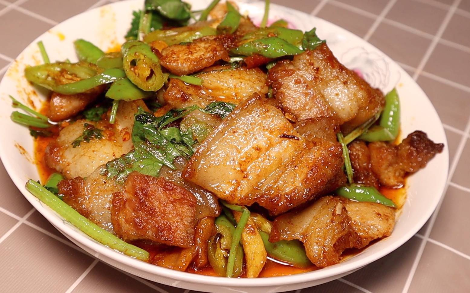 原来正宗的小炒肉是这样做, 大厨教你几个小技巧, 每一步都很实用