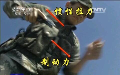 [军事报道]92式手枪单手上膛的绝技