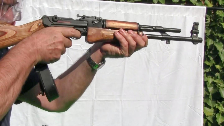鲁格全自动手枪被改成突击步枪, 怎么看着这么眼熟?