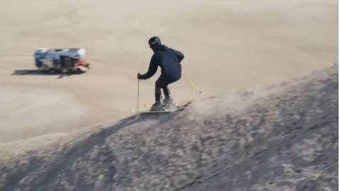歪果仁真会玩之沙漠滑雪
