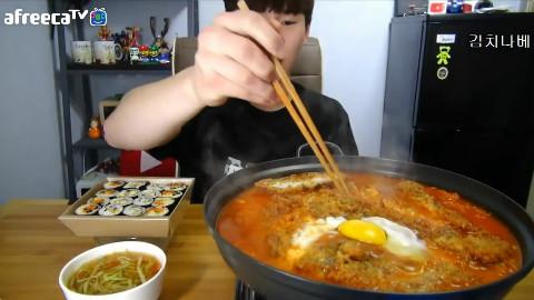 【韩国吃播】BJ奔驰 猪排泡菜锅+紫菜包饭[150521]