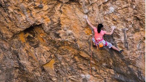 00后女生屡破攀岩世界纪录