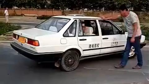 据说驾校教练用了这招以后,所有科目二的考试都过了