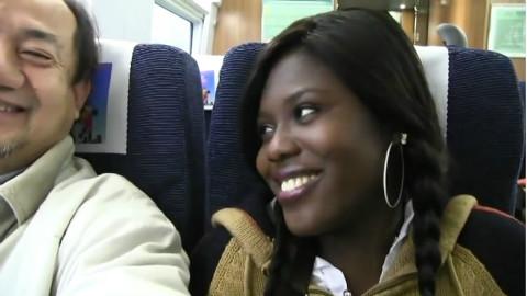 加纳的留学生坐中国高铁