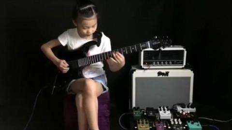【吉他】中国萝莉VS日本萝莉 超神的电吉他演奏!