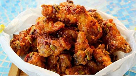 【Maangchi】教你制作香香甜甜的蜂蜜黄油炸鸡~ 【中字】