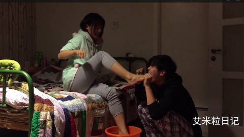 看!有人在吃脚!中国好男友为老婆洗脚,男人们,学着点,女友不会亏待你的!隔着屏幕我都想给小萌鼓掌!