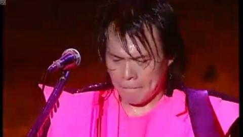 撩有趣——一位很卖力的歌手伍佰,演唱会现场表演的淋漓尽致~