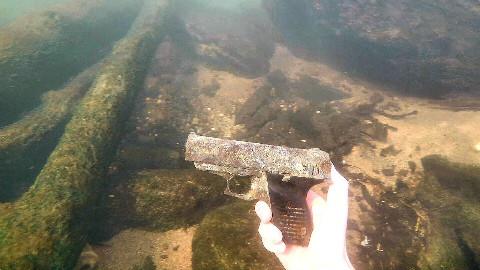 【soso字幕】河底寻宝 找到一把枪!!! @Sofronio