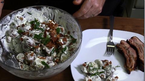 烤土豆沙拉和烤肉