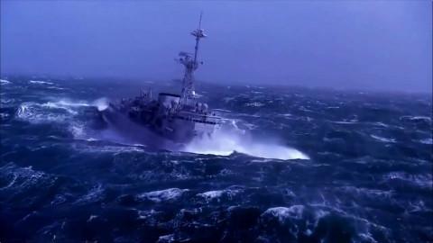 20个巨浪来袭瞬间轮船vs风暴