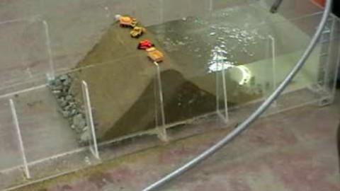 土坝溃坝模型