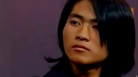99年央视现场,17岁韩寒面对观众百般刁难和嘲讽,舌战群儒!