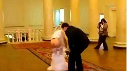 实拍婚礼中发生的尴尬的一幕.........