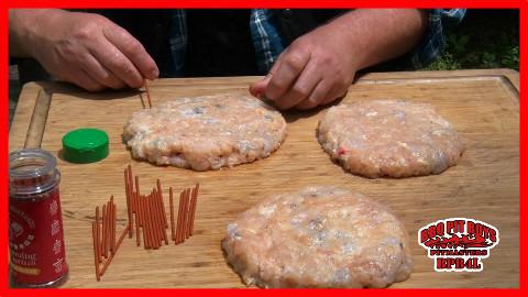【soso字幕】美国土豪BBQ 是拉差鸡肉大虾汉堡 #BBQ Pit Boys# @Sofronio