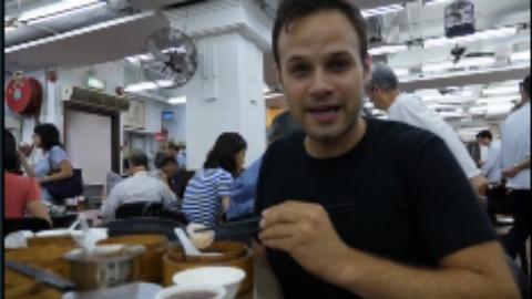 《吃货老外》香港美食之旅,品尝最好吃的烧鹅和探索后巷里的美食街!