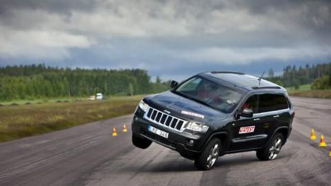 一言不合就翻车,该测试,难倒过大切诺基,考验一辆车的高速避障能力