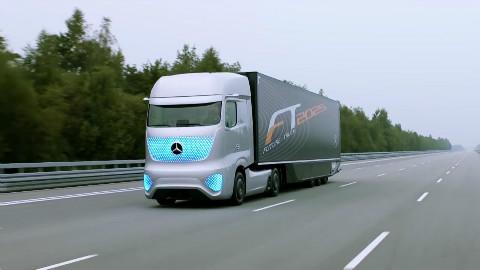 """超级跑车靠边站,奔驰这辆无人驾驶卡车,将引导一场""""公路革命"""""""
