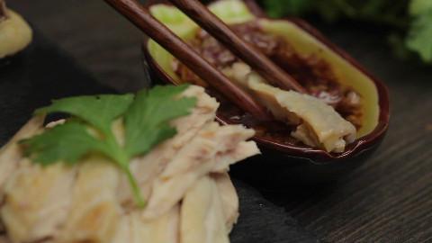 原来广东人是这样做白切鸡的,难怪这么好吃!