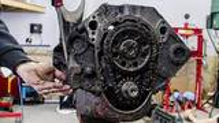 牛人拆解一台雪佛兰v8发动机,你看他是如何翻新修复的!