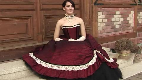 每个女生都向往的礼服!红色大裙摆corset束腰款礼服配白色长手套