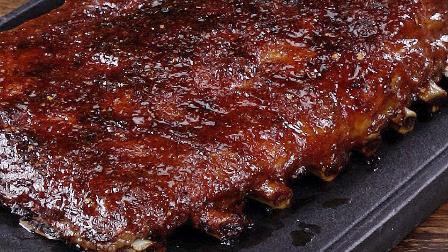 【1分钟贴士】用家庭烤箱也能做出专业级BBQ猪肋排!