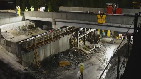 大型隧道路桥是如何在2天完工的,快放让你看个明白