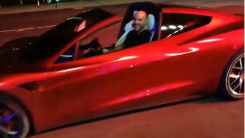 特斯拉电动敞篷跑车Roadster路试加速测试