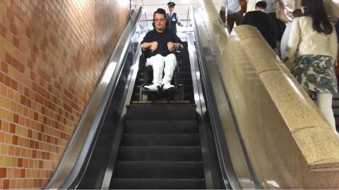 东京无障碍手扶电梯,我们需要向日本学习的地方还有很多啊!