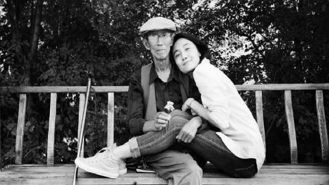 看哭了,孙女和爷爷自拍合影7年,这是人生最好的告别