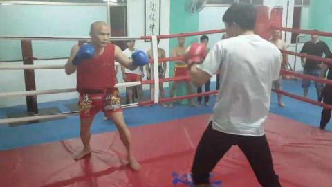 咏春拳上擂台,挑战自由搏击选手,这次赢的漂亮