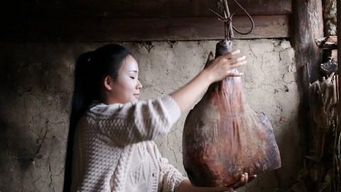 卸了今年最后一只火腿做个豌豆火腿焖饭,犒劳一下自己和家人