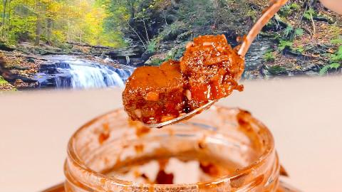 试吃三位明星卖的牛肉辣酱,没想到他放的牛肉最多,热腾腾的馒头就酱吃了一整天。。。