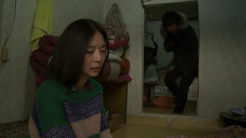 真实事件改编电影,孤苦的母女两人,被整个村的男人欺负