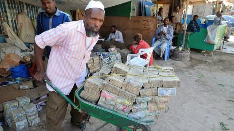 该国钞票曾经比美元还值钱,现在几个鸡蛋就要10亿?