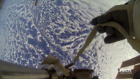 没恐高症,不服?200多英里高处的空间站出来走走感受以下