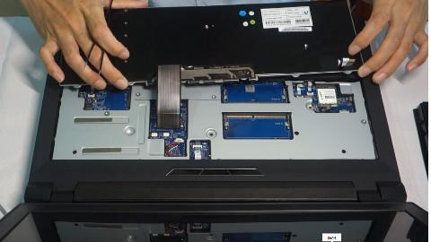 小秋搞机视频第二集蓝天P750DM系列拆键盘以及更换无线网卡教程