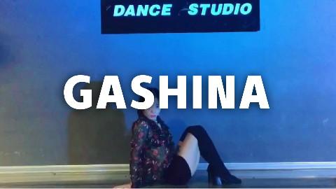 【口袋舞蹈】美女姐姐性感翻跳宣美《Gashina》,展现完美好身材