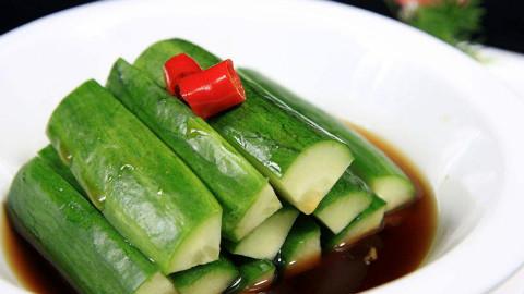 黄瓜做菜吃腻了,试试这种做法,好吃不上头