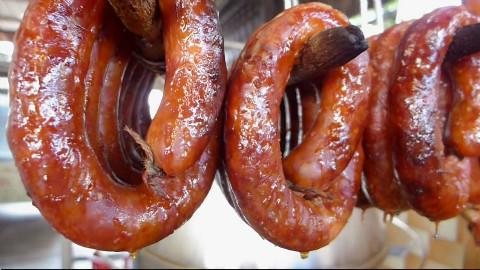 吉隆坡祖传秘制烤肉肠,经几代华人传承百年,味道独步已是当地一绝,能吃上一口都倍感幸福呀!@不霸蛮咯