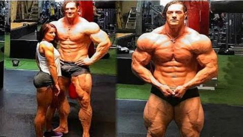 长着姚明的身高,奥尼尔的体格,却偏要跑去健身,比强森都壮