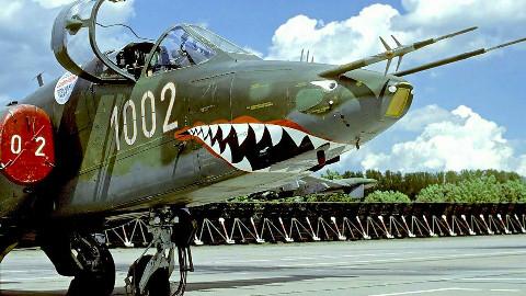 【点兵588】能飞能打又抗揍,苏25攻击机:老美的F22硬怼不过还怪我咯?