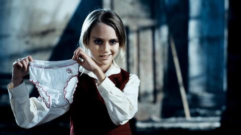 【阿斗】一部看完让你怀疑人生的俄罗斯惊悚片,专治萝莉控!7分钟带你看完《尤伦卡》