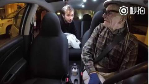 老大爷在车上给乘客唱姆爷的 《Rap God》,一定是演的吧?